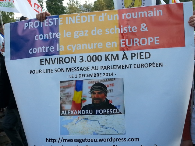 Alexandru Popescu, roumain qui proteste contre le gaz de schiste et le cyanure en Europe [Alexandru Popescu, Romanian who protests against the shale gas and the cyanide in Europe]