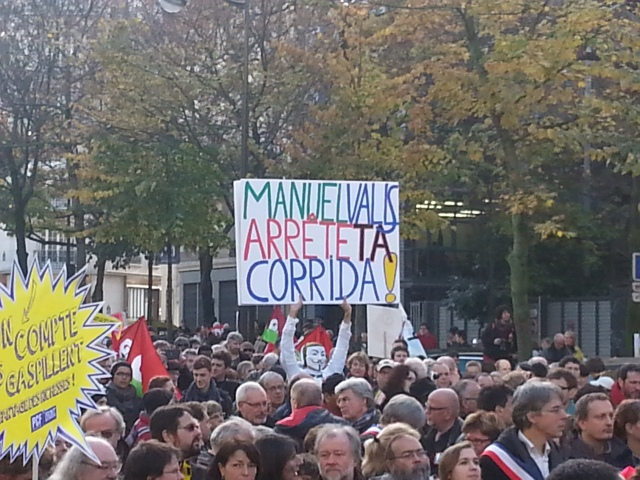 Manuel Valls arrête ta corrida [Manuel Valls stop your bullfight]
