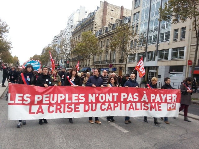 Les peuples n'ont pas à payer la crise du capitalisme, PCF [The people doesn't have to pay for the crisis of capitalism, PCF]