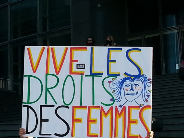 Long vie aux droits des femmes [Long life to women's rights]