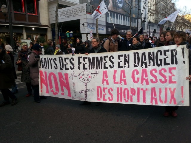 Droits des femmes en danger, non à la casse des hôpitaux, collectif unitaire 20ème pour la réouverture du centre IVG de Tenon [Women's Rights at risk, no to the breakage of hospitals, joint committee of the 20th district for the reopening of Tenon abortion center]