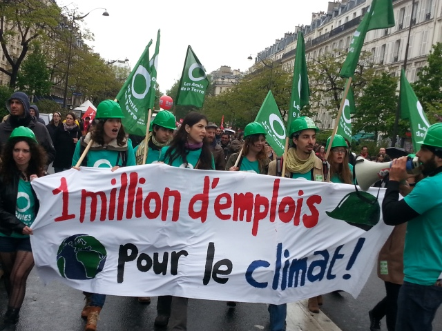 Un million d'emplois pour le climat, les amis de la Terre [One million jobs for the climate, the friends of the Earth]