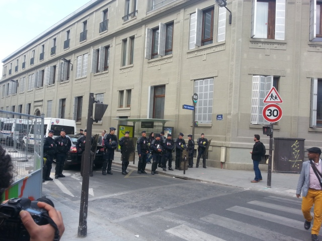 Les flics sont dans la rue Pajol [The cops are in the Pajol street]