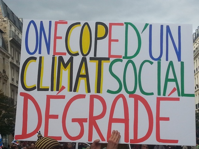 On écope d'un climat social dégradé [We get a degraded social climate]