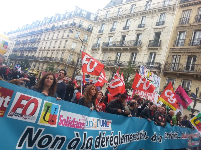 Tête de cortège : Non à la déréglementation, oui au progrès social [Head of the march: No to the deregulation, yes to social progress]