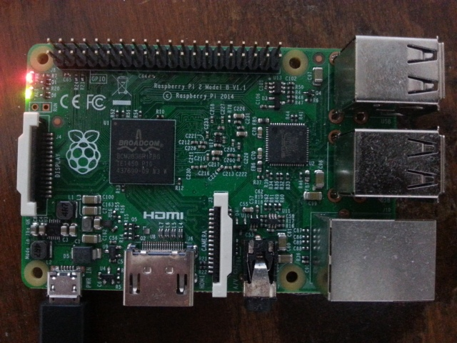 Raspberry Pi 2 type B fabriqué en 2014 [Raspberry Pi 2 type B manufactured in 2014]