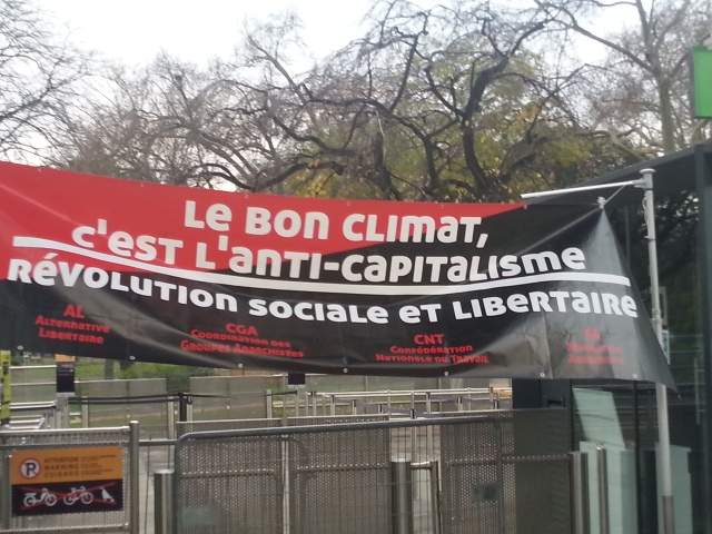 Le bon climat, c'est l'anti-capitalisme. Révolution sociale et libertaire, AL, CGA, CNT, FA [The good climate is anticapitalism. Social and libertarian revolution, AL, CGA, CNT, FA]