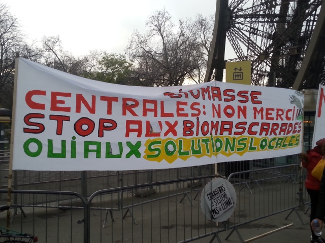 Biomasse. Centrales : non merci. Stop au biomassacre. Oui aux solutions locales [Biomass. Power plants: no thanks. Stop the biological massacre. Yes to the local solutions]