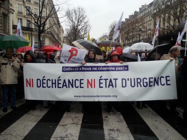 Ni déchéance ni état d'urgence, nous ne céderons pas [Neither forfeiture nor state emergency, we won't give up]