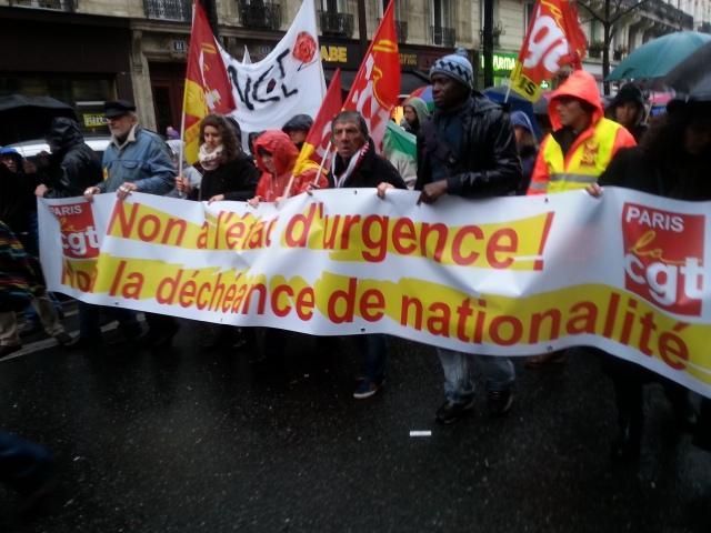Non à l'état d'urgence, non à la déchéance de nationalité, CGT Paris [No to the state emergency, no to the forfeiture of nationality, CGT Paris]