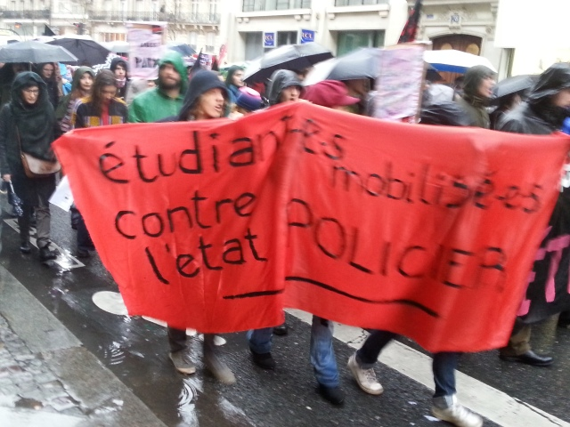 Étudiants mobilisés contre l'état policier [Students mobilized against the police state]