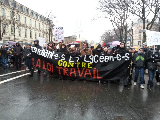 Etudiants et lycéens contre la loi travail [Students and high school students against the 'work' law]