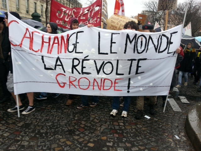 (Cachan) change le monde, la révolte gronde [(Cachan) changes the world, the revolt rumbles]