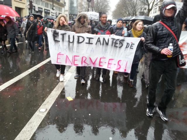 Etudiantes de Marne-La-Vallée énervées [Irrated students of Marne-La-Vallée]