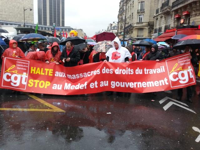 Halte au massacre des droits du travail, stop au MEDEF et au gouvernement, CGT [Stop the massacre of the work rights, stop the MEDEF and the government, CGT]
