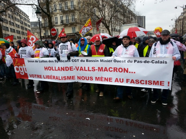 Hollande, Valls, Macron, votre libéralisme nous mène au fascisme, CGT [Hollande, Valls, Macron, your liberalism leads us to fascism, CGT]