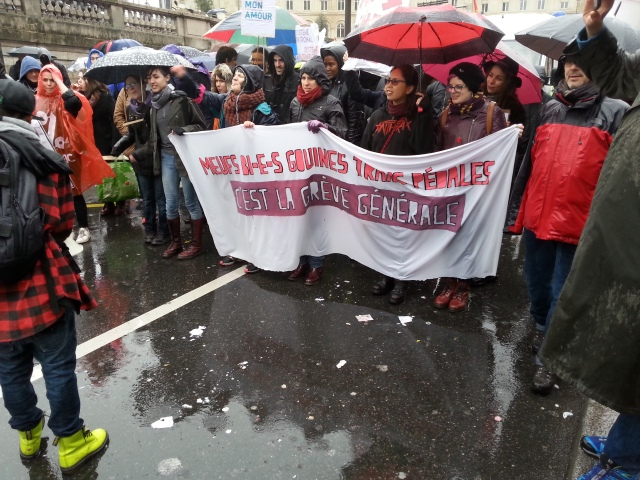 Meufs bi gouines trans pédales, c'est la grève générale [Bisexual, butch, transsexual women, it's the general strike]