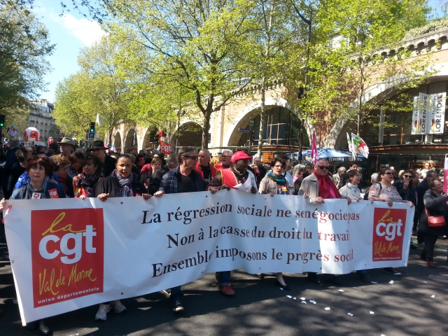 La régression sociale ne se négocie pas, non à la casse du droit du travail, ensemble imposons le progrès social, CGT 94 [The social regression cannot be negotiated, no to the breakage of the work law, together let's demand social progress, CGT 94]