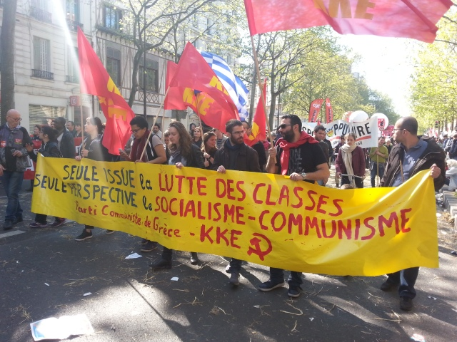 Seule issue la lutte des classes, seule perspective le socialisme-communisme, parti communiste de Grèce KKE [The only exit the class struggle, the only prospect the socialism-communism, Greece communist party KKE]