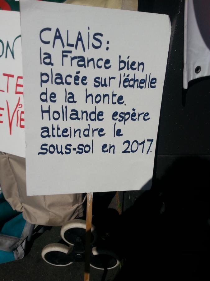 Calais : la France bien placée sur l'échelle de la honte. Hollande espère atteindre le sous-sol en 2017 [Calais : France well placed on the scale of shame. Hollande hopes to reach the basement in 2017]