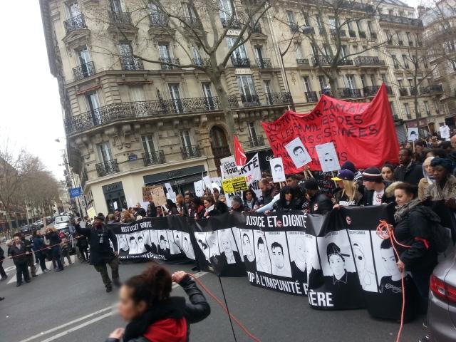 Justice et dignité, stop à l'impunité policière [Justice and dignity, stop to police impunity]