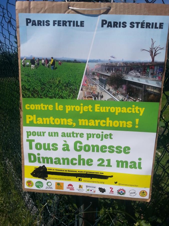 Contre le projet EuropaCity, plantons, marchons [Against the EuropaCity project, let's plant, let's walk]