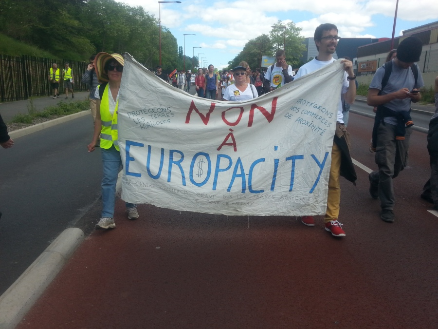 Non à EuropaCity. Protégeons nos terres agricoles [No to EuropaCity. Let's protect our agricultural grounds]