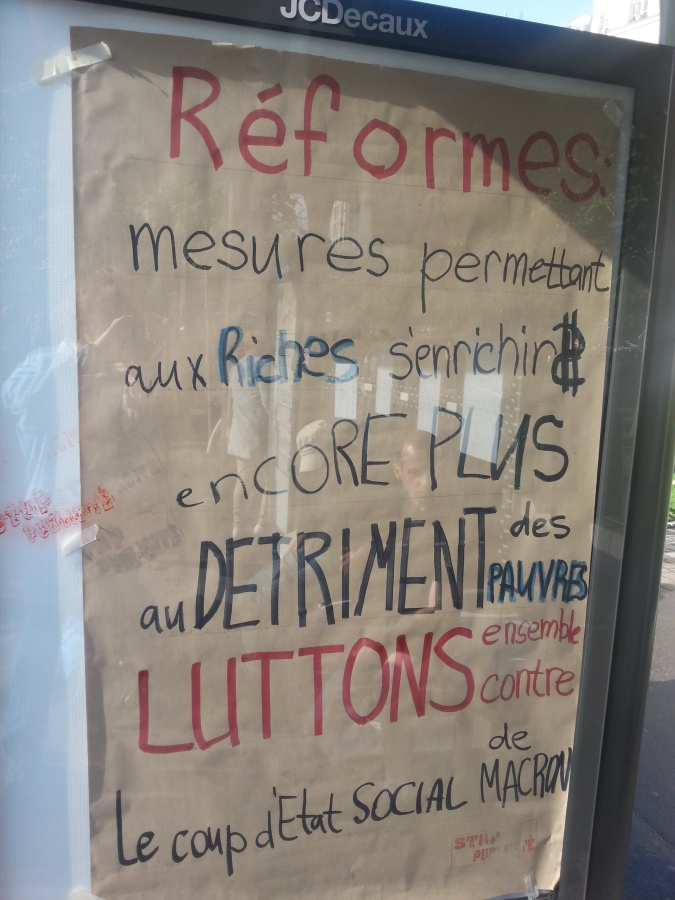 Réformes : mesures permettant aux riches de s'enricher encore plus au détriment des pauvres. Luttons ensemble contre le coup d'état social de Macron [Reforms: measures allowing the rich to become even richer to the detriment of the poor. Let's fight together against Macron's social coup d'état]