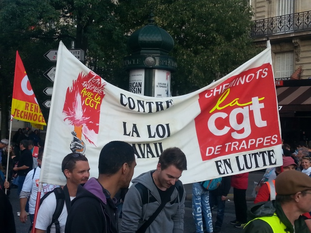 Contre la loi travail, CGT Cheminots Trappes [Against the 'work' law, CGT railway workers Trappes]