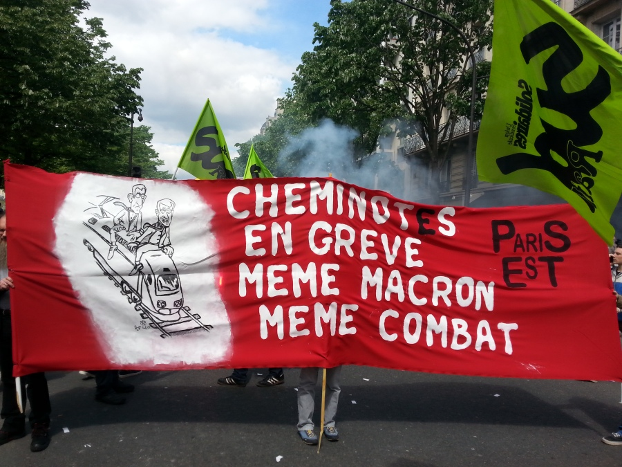 Cheminots en grève, même Macron même combat, Paris Est [Railway workers on strike, same Macron same fight, Paris East]