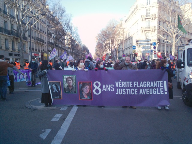8 ans, vérité flagrante, justice aveugle [8 years, flagrant truth, blind justice]