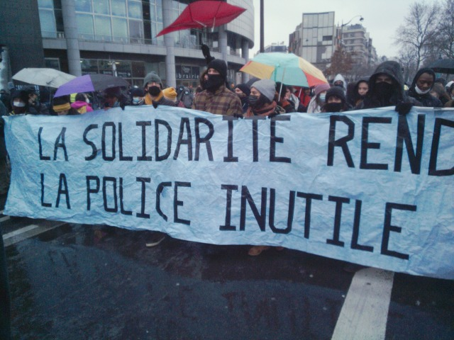 La solidarité rend la police inutile [The solidarity drives the police force useless]