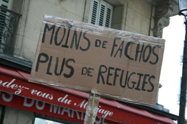 Moins de fachos, plus de réfugiés [Less fascists, more refugees]