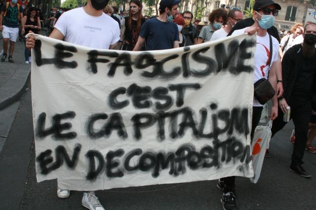 Le fascisme, c'est le capitalisme en décomposition [Fascism is capitalism in decomposition]