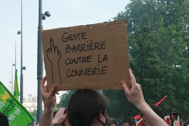 Geste barrière contre la connerie [Barrier gesture against bullshit]